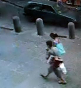 26 maggio, ore 19,47: Petru Birlandeanedu passeggia com la moglie poco prima di essere ucciso. (ilmattino.it)